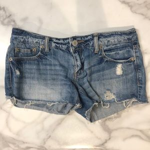 AE distressed jean shorts size 4